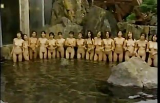Una coda film porno cratis piena di emozioni in fila per le ragazze, capelli castani