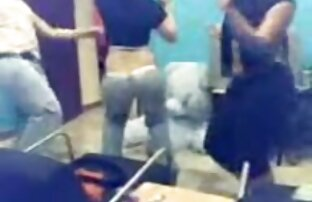 Un maturo cagna sua sorella con un xxx film p grande dildo su un webcam monitor