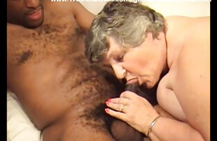 Ragazza sexy si masturba in film porno erotico webcam