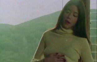 Una film erotici free giovane puttana auto accarezzando se stesso sulle rocce