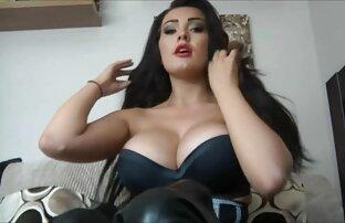 Kelly film porno italiani recenti accarezzando il suo culo carino