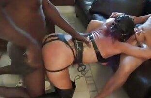 Sexy bruna porno film completi italiani viene scopata e farcito con giocattoli