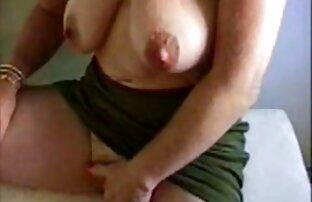 Ragazze sexy filmpornografici gratis masturbandosi un cazzo vicino alla piscina