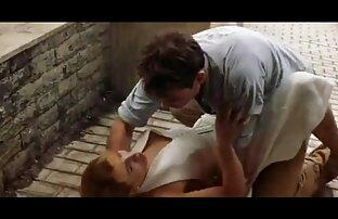Bionda film porno film gratis in ginocchio seduce un ragazzo