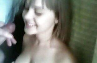 Cagna sexy film video erotici strofinare le sue grandi tette