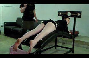 Gruppo di quattro studenti in garage video sexy gratuiti