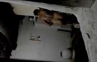 Oksanka accarezzando la figa film porno spinto con un vibratore