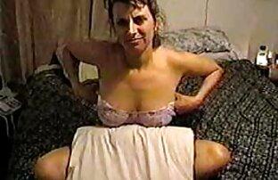 Ragazza bionda giocando con un video film italiani porno piccolo dildo
